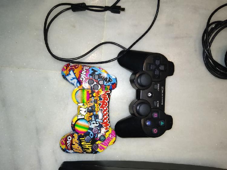 Play 3 300gb con cámara, mandos y juegos