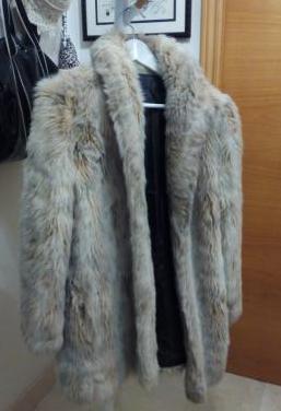 Un abrigo de piel de conejo