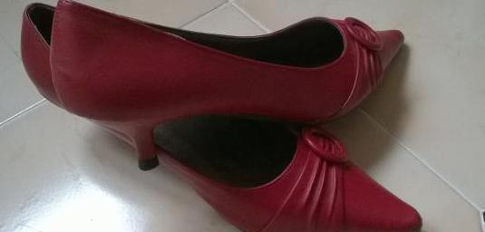 Zapatos rojos de señora número 38.