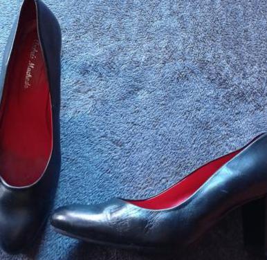 Zapatos talla grande.