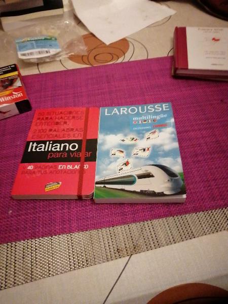 Italiano para viajar y larousse multilingue.