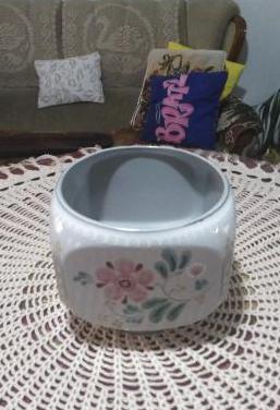 Vasija cerámica cuadrada