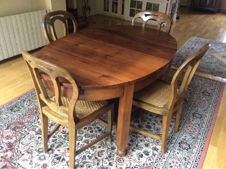 Mesa, sillas y aparador teka estilo colonial