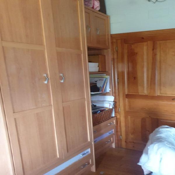 Armario con módulo de estantería y cama nido