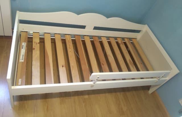 Cama y armario infantil