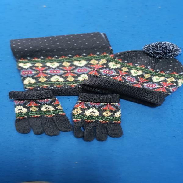 Conjunto de bufanda, gorro y guantes