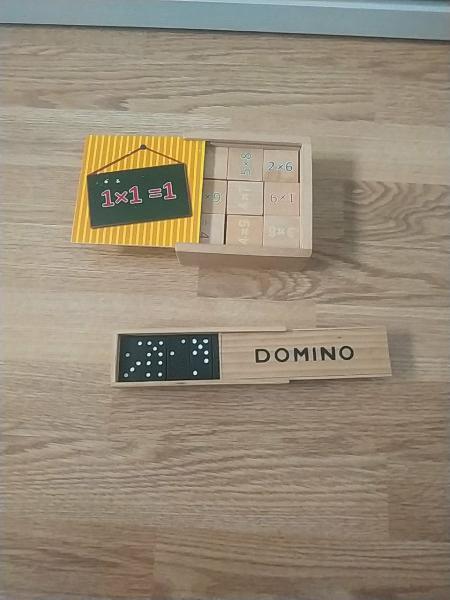 Juego dominó y juego de multiplicar
