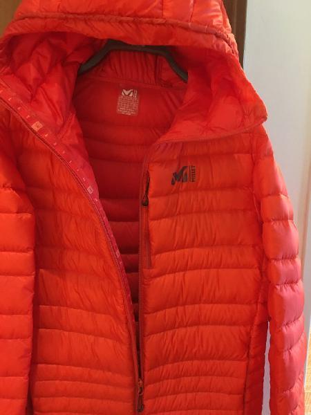 Abrigo marca mullet, color rojo anaranjado