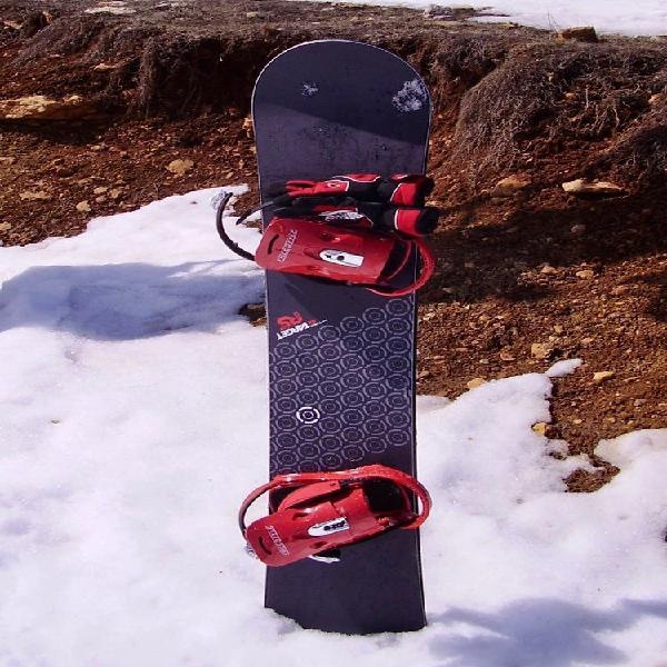 Tabla snowboard nitro con fijaciones burton+funda