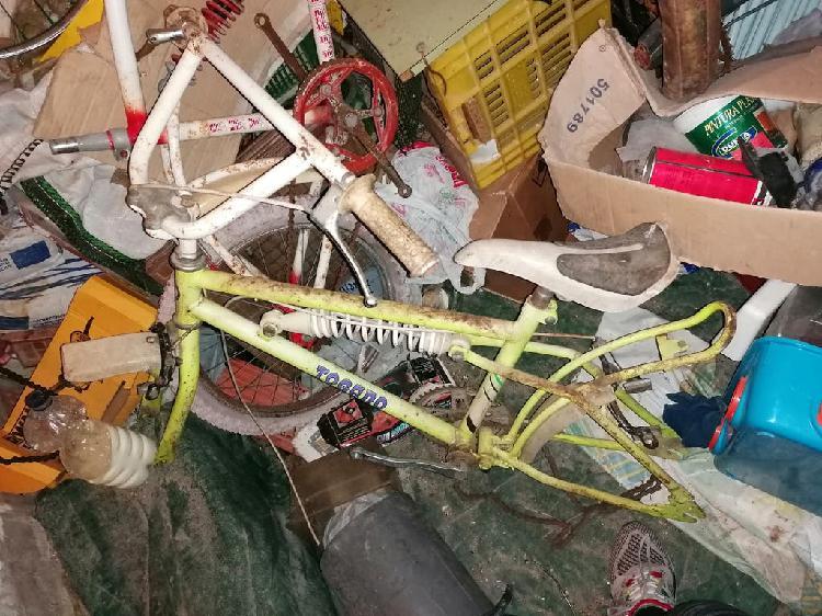 Bmx togano completa a falta de ruedas
