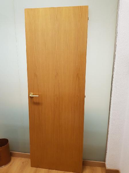 Puertas de madera marrón claro