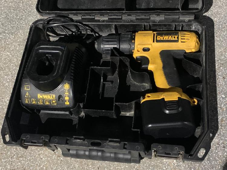 Taladro atornillador dewalt, cargador y bateria