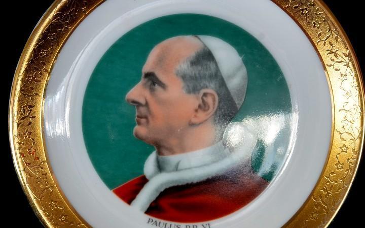 Pequeño plato de porcelana pavlus pp vi vintage