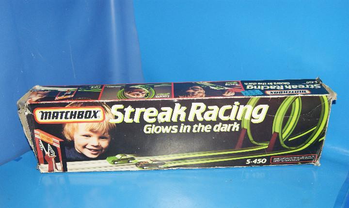 Juguete vintage matchbox streak racing-glows in the dark