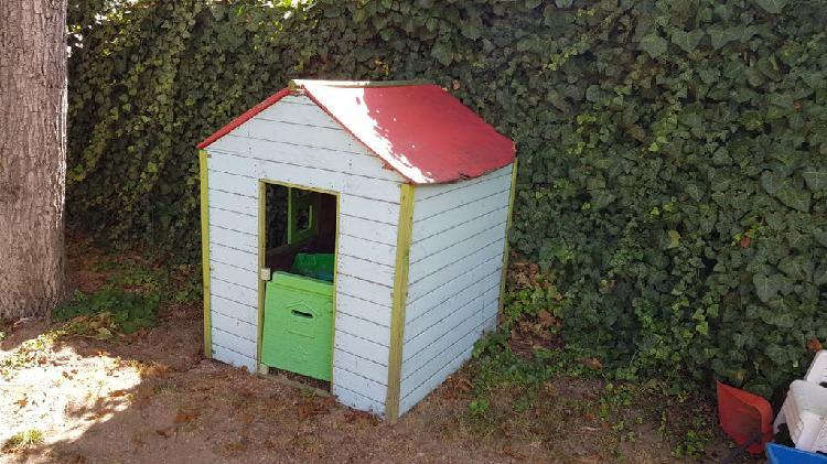 Caseta de madera para niños jardin