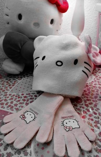 Conjunto niña gorro y guantes de hello kitty