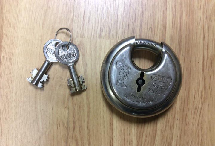 Candado abus de seguridad 25/70 con sus llaves diámetro 7,5