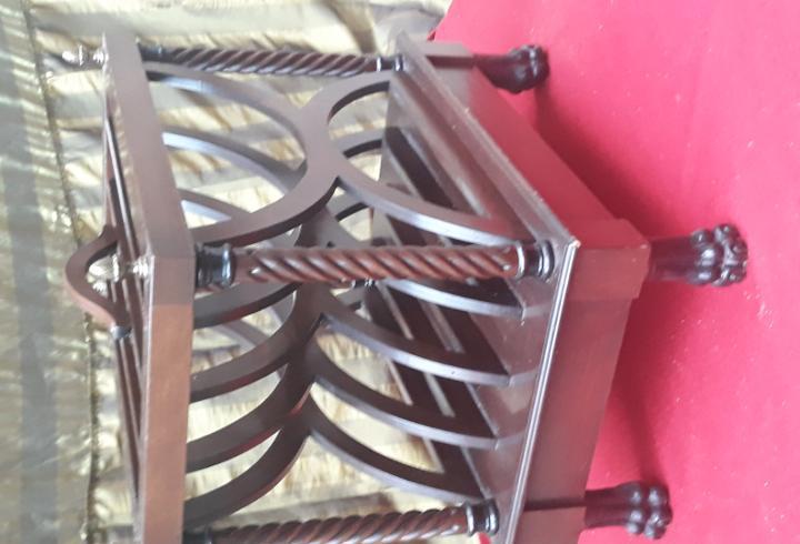 Mueble revistero en madera maciza - vintage.