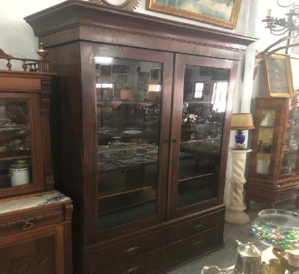 Precioso mueble libreria aparador chinero vitrina de madera