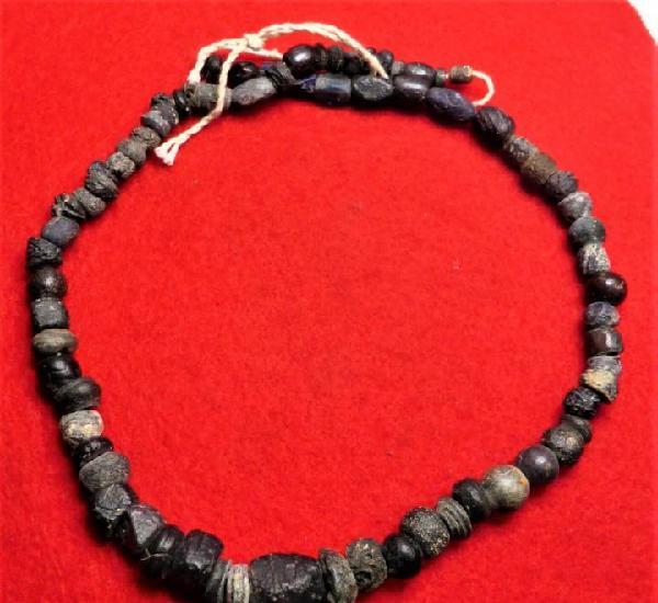 Roma. collar de vidrio romano reencordado. siglo i d.c.