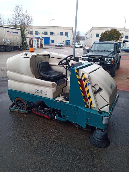 Barredora fregadora tennat 8300