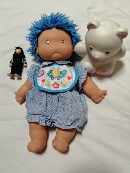 Muñeca de pelo azul famosa