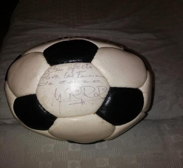 Balon adidas firmado por pirri