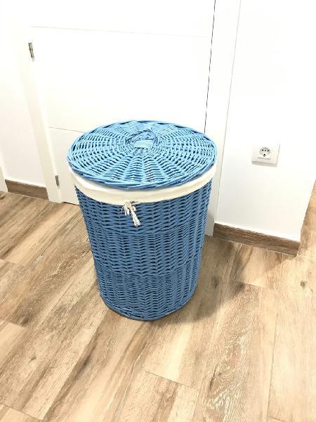 Cesto de mimbre ropa azul