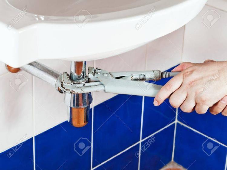 Fontanero rápido y eficaz. servicio de fontanería