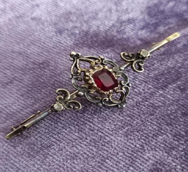 Broche antiguo de plata chapada en oro 24k con un rubi años