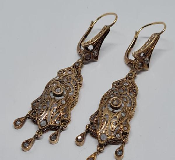 Maravillosa pareja de pendientes largos antiguos en oro 18