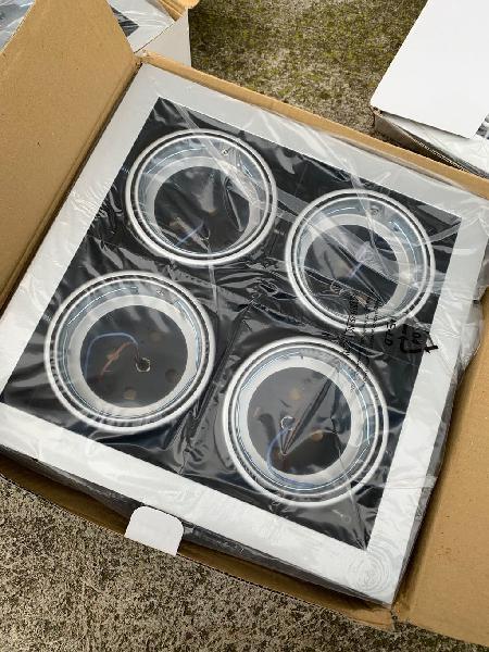4 empotrables de aluminio con 4 focos cada uno