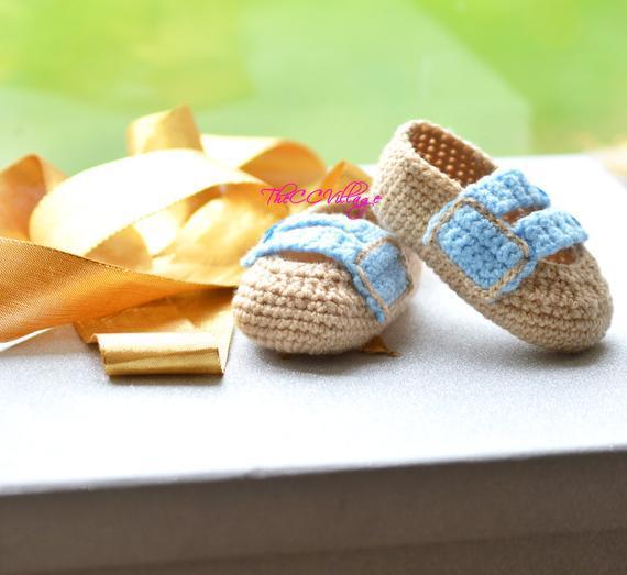 Marrón hecho a mano del ganchillo zapatos de bebé niño
