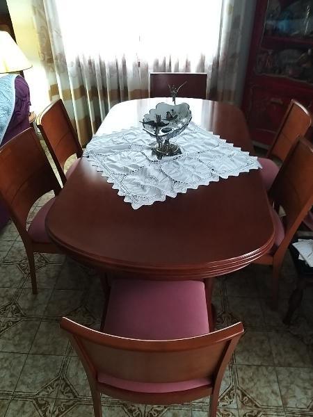 Meses de comedor con 6 sillas esta como nuevo