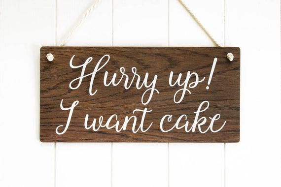 Date prisa quiero pastel, signo de chico de la página,