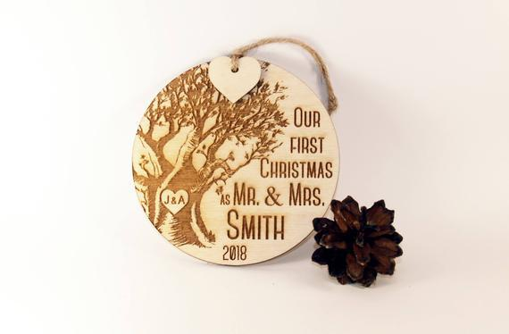 Nuestro primer adorno de navidad, acaba de casarse