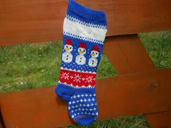 Personalizado navidad media mano tejida con muñeco de nieve