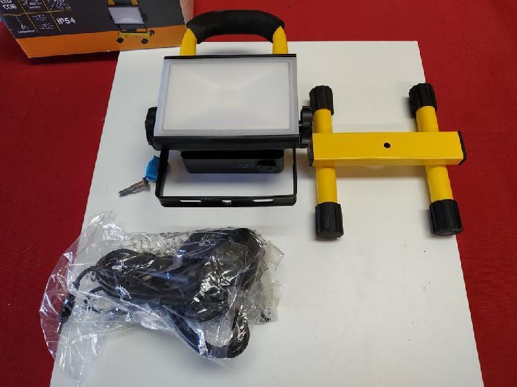 Foco led proyector led 10w led ip65 batería 4400