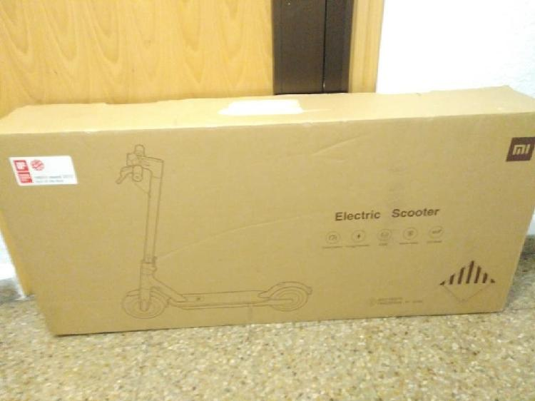 Caja patinete eléctrico xiaomi