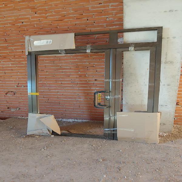 Puerta doble hoja nueva para negocio