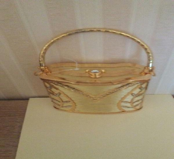 Bolso fiesta metal dorado y con pedreria,mide14x12 sin el