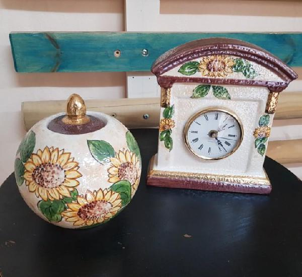 Decorativa bombonera y reloj de ceramica