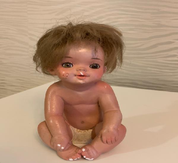 Figura niña. yeso. ojos de cristal. 17 cm