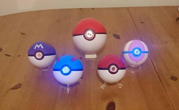 Pokeballs hechos a medida con luz led de acero