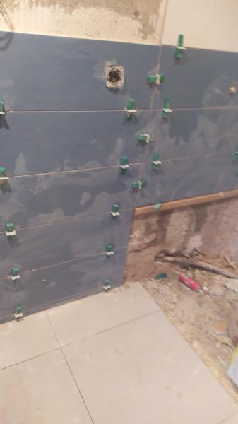 Ponemos azulejos, alicatar baño cocina