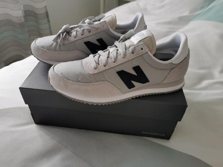 Zapatillas / tenis new balance gris claro