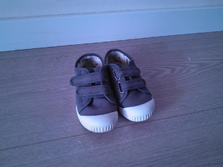 Zapatos núm. 27
