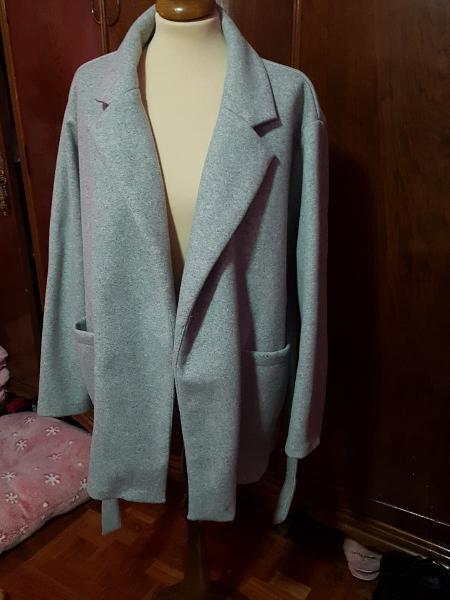 Abrigo color gris de zara . nuevo con etiqueta.
