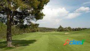 Terreno llano en campo de golf masía bach