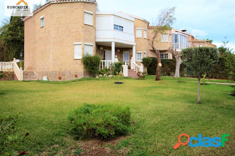 Pareado con piscina propia en benidorm www.euroloix.com